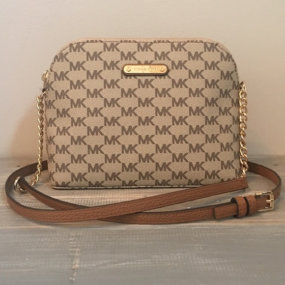 b1ee1710440a Michael Kors Bags | 1 Leftnwt Cindy Lg Dome Crossbody | Poshmark